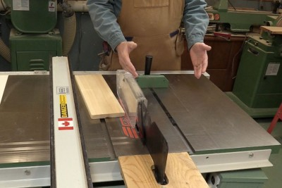 Safety rules when working with a table saw