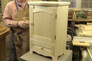 Présentation de l'armoirette avec tiroir