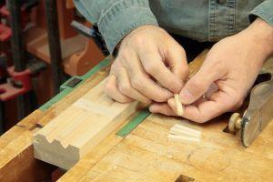 Préparation des chevilles de bois