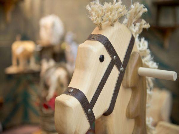 Un, deux, trois, mon cheval de bois…