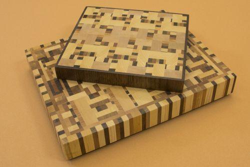 Planches en bout de grain avec plusieurs essences de bois dur