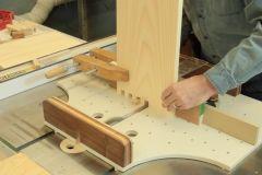 Comment faire des queues droites au banc de scie?