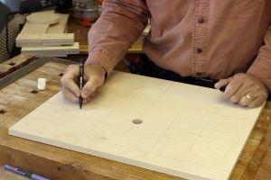 Préparation du plateau pour perceuse à colonne